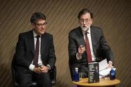 Mariano Rajoy, este miércoles en Madrid con su ex ministro de Energía Álvaro Nadal.