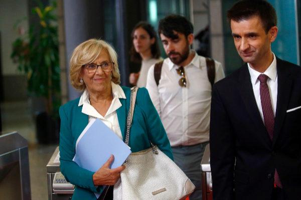La alcaldesa de Madrid, Manuela Carmena, a su llegada al debate.
