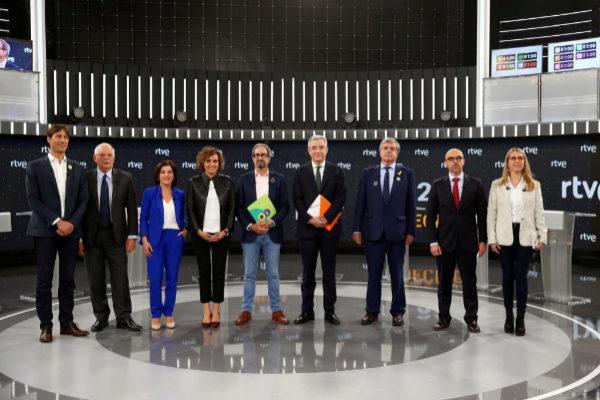 Los candidatos al Parlamento Europeo Jordi Solé (Ahora Repúblicas /ERC), Josep Borrell (PSOE), Izaskun Bilbao (Coalición por una Europa Solidaria/PNV), Dolors Montserrat (PP), Jordi Sebastiá (Compromís per Europa) , Luis Garicano (Ciudadanos), Gorka Knörr (Lliures per Europa/Junts), Jorge Buxadé (VOX),y María Eugenia Rodríguez Palop (Unidas Podemos Cambiar Europa).