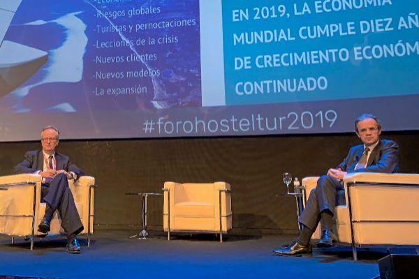 Simón Pedro Barceló y Jordi Gual, durante su intervención en el Foro Hosteltur.