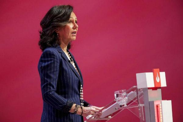 Ana Botín, presidenta del Santander, en la junta general de accionistas del banco.
