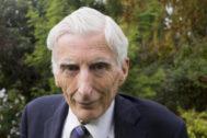 """Martin Rees: """"Por primera vez, un pequeño grupo de personas puede destruir la Humanidad"""""""