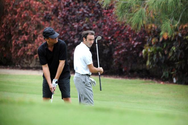 Luis Miguel (detrás) y Ponce, jugando al golf en Tenerife.
