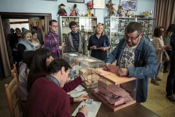Mesa electoral en la Comunidad Valenciana