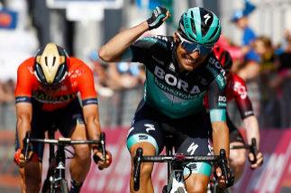 Cesare Benedetti logra la victoria en la etapa 12 del Giro.