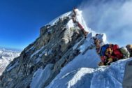 Haciendo cola en el Everest