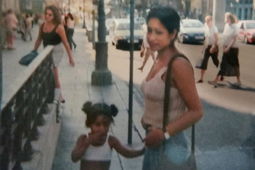Diana Yanet Vargas, junto a su hija Laura Betancurt