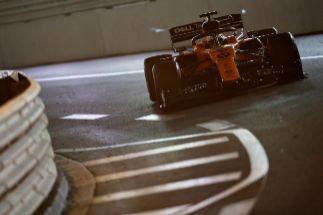 La batería del McLaren deja tirado a Sainz en Mónaco