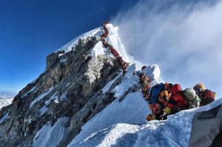 El Everest, al límite: el mayor atasco de su historia provoca dos muertos