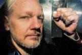 Julian Assange es conducido a prisión por la policía londinense.