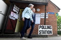 Millones de británicos votan en las europeas