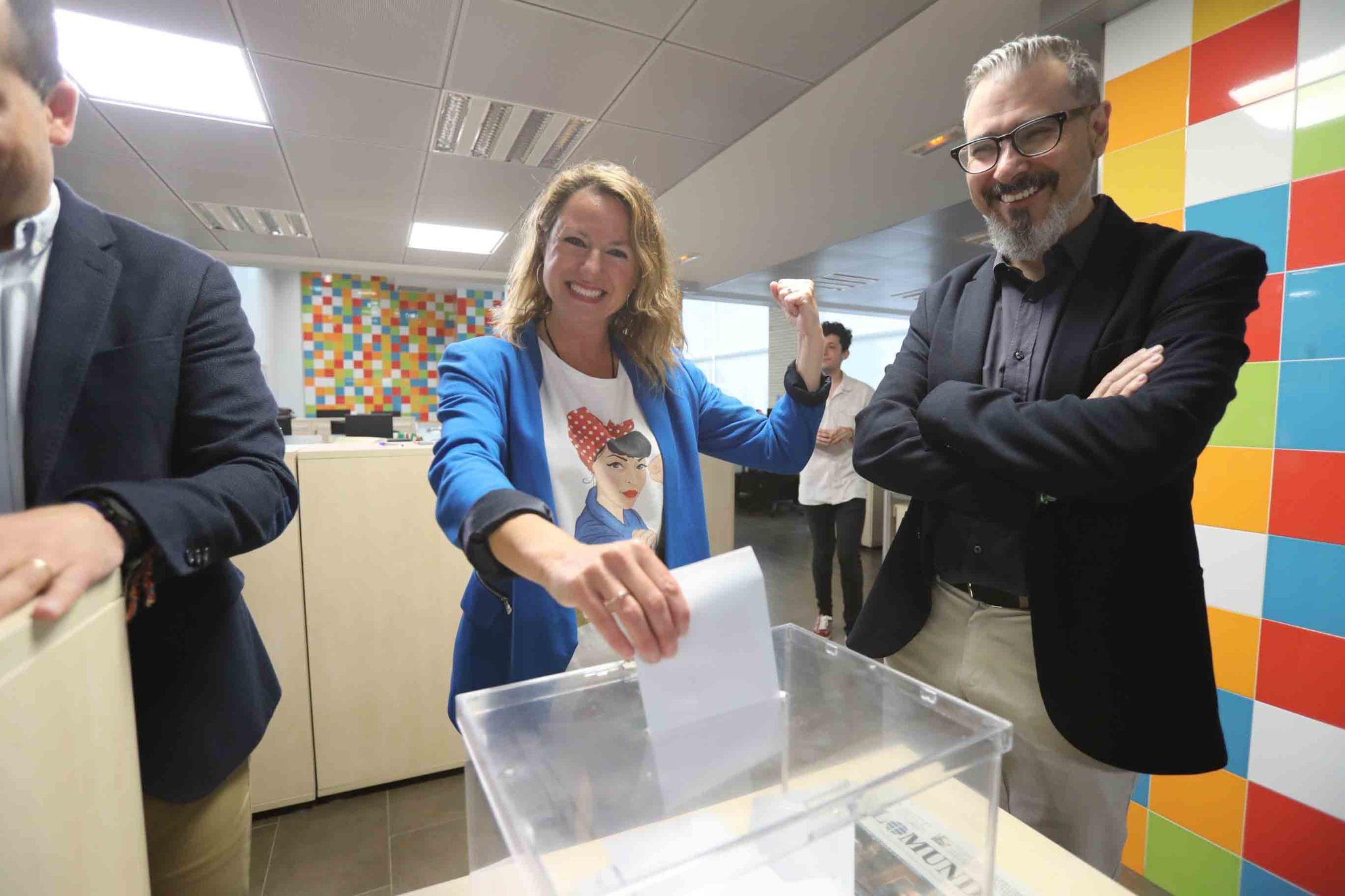 El voto de los candidatos en las urnas de El Mundo
