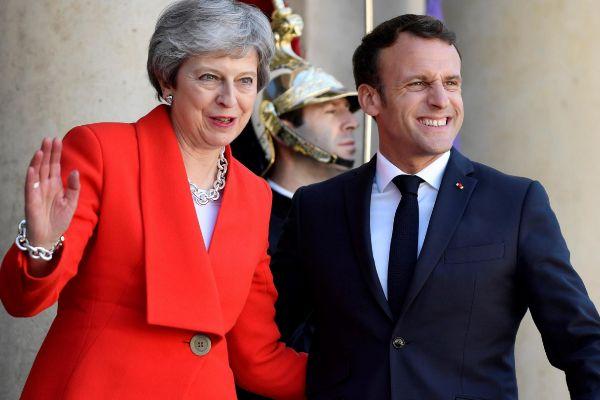 Emmanuel Macron junto a Theresa May, el pasado 15 de mayo en París.