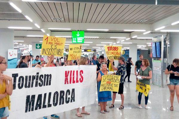 Durante esta legislatura han tenido lugar los primeros brotes de turismofobia en Baleares.
