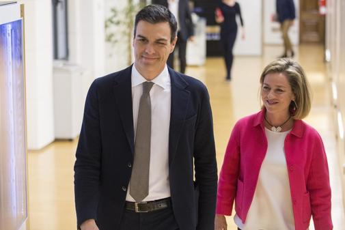 Pedro Sánchez y Ana Oramas, en la ronda de contactos que desembocó en la investidura fallida del líder socialista en 2016.