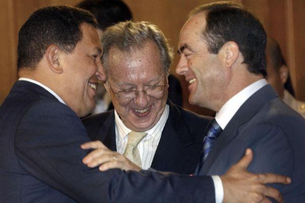 Hugo Chávez, Morodo y Bono, en el palacio de Miraflores, en 2005.