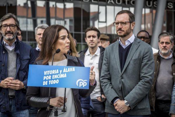 Oyarzábal, Comerón y Maroto, en un acto de campaña.