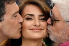 "TOPSHOT - Spanish actor Antonio Banderas (L) and Spanish film director Pedro <HIT>Almodovar</HIT> (R) kiss Spanish actress Penelope Cruz during a photocall for the film ""Dolor Y Gloria (Pain and Glory)"" at the 72nd edition of the Cannes Film Festival in Cannes, southern France, on May 18, 2019. (Photo by LOIC VENANCE / AFP)"