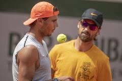 Nadal y Moyà, en un entrenamiento en Roland Garros.