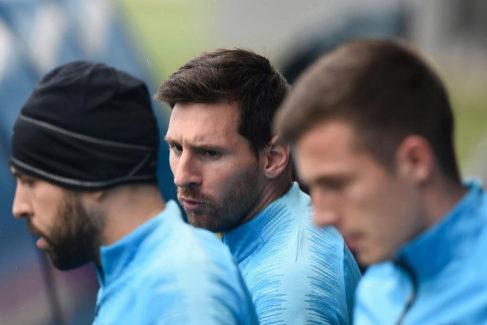 Messi, junto a Jordi Alba, en la víspera de la final de Copa.