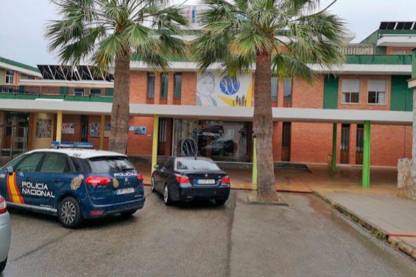 Coche policial en el colegio La Salle de Palma.