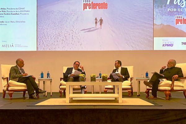 Primera mesa redonda del Foro Preferente, en la que se abordó la necesidad de eliminar los impuestos al turismo.