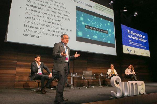 Manuel Bonilla, gerente de SUMA, y el doctor en Economía, Andrés Pedreño, durante un acto de la entidad.
