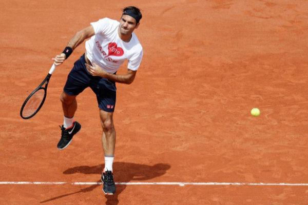 Roger Federer, durante un entrenamiento en Roland Garros.