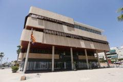 Fachada principal del Ayuntamiento de Santa Pola.