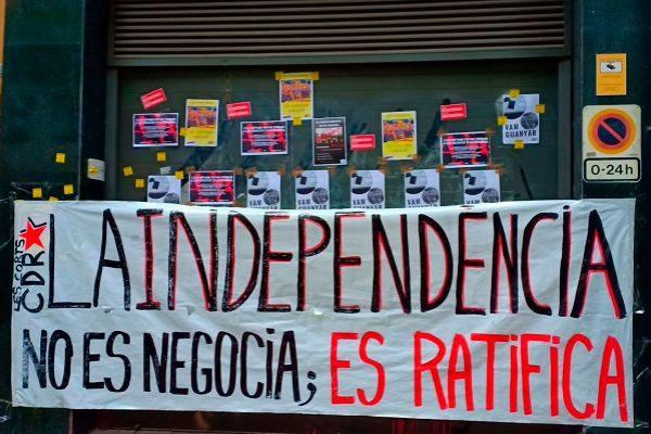 Pancarta de los CDR a las puertas de la sede de ERC, el sábado
