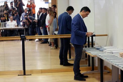 Las urnas miden la fortaleza del PSOE y el liderazgo de la derecha