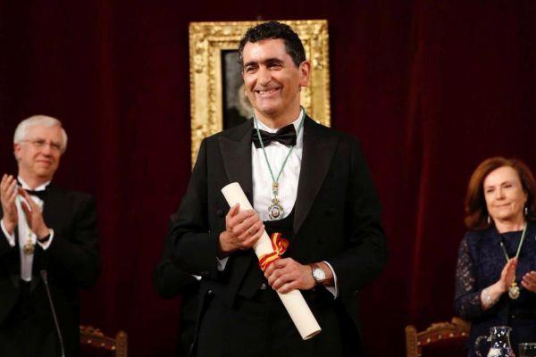 """GRAF4373 MADRID, 19/5/2019.- El dramaturgo y director teatral Juan <HIT>Mayorga</HIT> (Madrid, 1965) durante la toma posesión de su plaza como académico de la Academia de la Lengua, donde ocupará la silla """"M"""", vacante desde el fallecimiento de Carlos Bousoño, el 24 de octubre de 2015.El que está considerado como el dramaturgo y director español de mayor proyección internacional, tomará posesión en un pleno de la RAE en el que leerá un discurso titulado """"Silencio""""."""