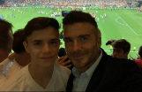 David Beckham, junto a su hijo Romeo en el palco privado de Peter Lim en la final de la Copa del Rey disputada en el Villamarín.