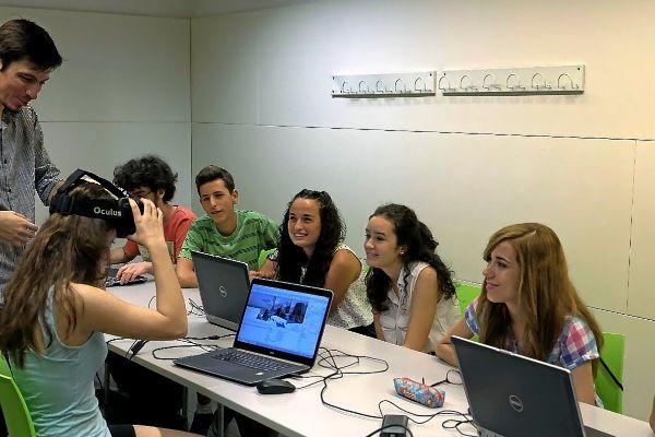 Taller de robótica y videojuegos en la UPC en Barcelona