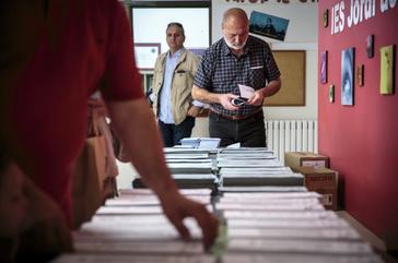 Uno de los colegios electorales de la ciudad de Valencia, este domingo.
