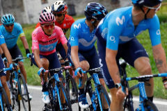 Team Movistar rider Ecuador's Richard Carapaz, with the pink jersey of overall leader, takes part in stage fifteen of the 102nd <HIT>Giro</HIT> d'Italia - Tour of Italy - cycle race, 232kms from Ivrea to Como on May 26, 2019. (Photo by Luk BENIES / AFP)
