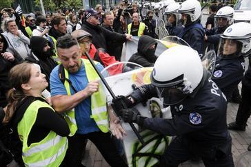 'Chalecos amarillos' irrumpen en la jornada electoral con disturbios en Bruselas
