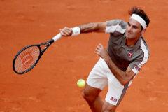 Federer arrolla en su regreso a París y Garbiñe Muguruza sufre más de la cuenta