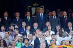 """Pitos al himno y gritos de """"libertad presos políticos"""" con el  """"Viva España' como respuesta"""