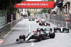 Hamilton, al frente de la carrera en Mónaco.