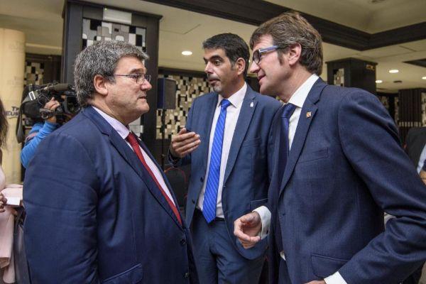 Aburto, Goia y Urtaran en una conferencia en Bilbao.