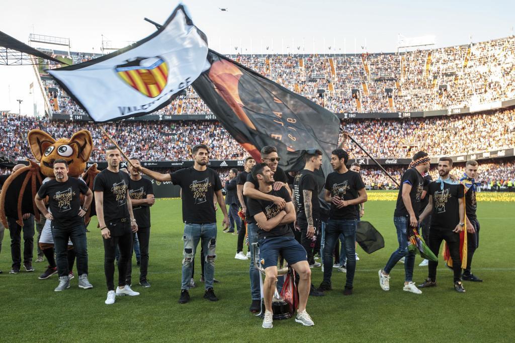 Recibimiento al flamante campeón de la Copa en Mestalla