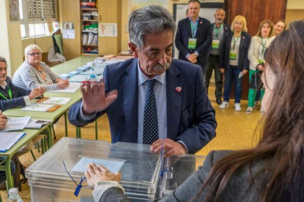 Miguel Ángel Revilla, candidato a la reelección por el PRC.