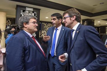 Según la encuesta de EITB, el PNV ganaría en las tres capitales vascas