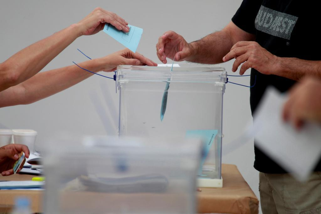Urna en las elecciones 2019