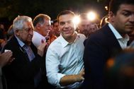 Athens (Greece).- Greek Prime Minister Alexis Tsipras (C) enters the headquarters of the ruling SYRIZA party after the announcement of the exit polls of the triple elections, for Local Government, Regional Government and the European Parliament, in Athens, Greece, 26 May 2019. The European Parliament election is held by member countries of the European Union (EU) from 23 to 26 May 2019. (Elecciones, <HIT>Grecia</HIT>, Atenas) EPA/