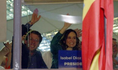 Martínez-Almeida y Díaz Ayuso, ayer, en la sede del PP de Génova.