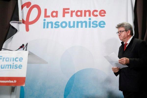 El líder de La Francia Insumisa, Jean-Luc Melenchon, se dispone a anunciar los resultados cosechados por su partido, este domingo en París.