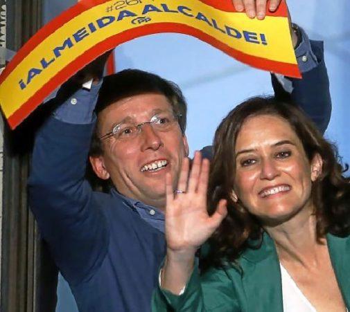 Martínez-Almeida y Díaz Ayuso, ayer en Génova.