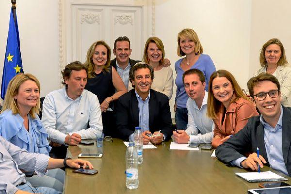 Biel Company, entre los candidatos de su partido, anoche en la sede del PP.